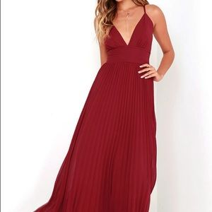 Wine red pleated maxi dress
